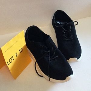 EASY SPIRIT canvas sneakers in size 7 1/2 in black